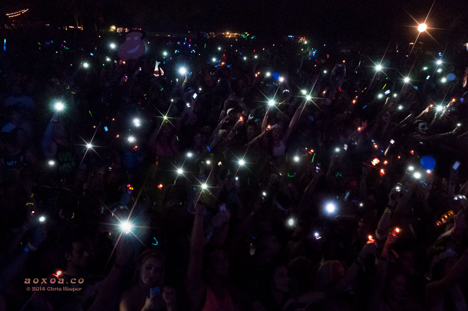 dvbbs audience display lighters and phones