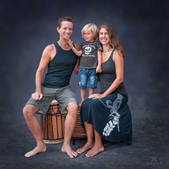 Family portrait by Austin photographer AoxoA